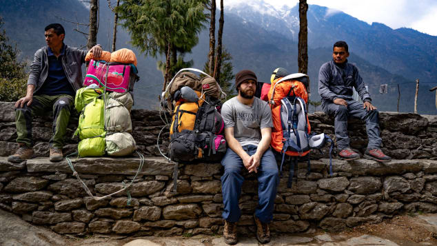 The American man who became a porter on Everest